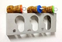 LAB145 per Lovli.it / Dalla fusione di due anime profondamente diverse nasce LAB145, design factory modenese fondata dal designer e Maestro d'arte Mirco Montecchi e dall'artigiano Guido Fregni. Un laboratorio in cui il project design incontra la visceralità dell'artigianato, due mondi apparentemente lontani ma che si arricchiscono reciprocamente. I complementi firmati LAB145 sono eterogenei, sperimentano materiali, giocano con le forme e conquistano per la spiccata funzionalità.
