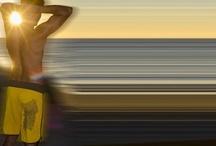 """Impàri per Lovli.it / Impàri in sardo significa """"insieme"""", è un augurio e un invito alla coesione e alla condivisione. Impàri è anche il nome che Davide Caddeo, Riccardo de Angelis e Valerio Cometti hanno scelto per la loro linea di streetwear e capi da mare dedicati all'isola che lascia il segno nel cuore di chi la vede, la esplora, la vive: la Sardegna. Un linguaggio moderno, iconico, originale fa da filo conduttore a t-shirt, teli e pantaloncini da mare dai contenuti etnici e identitari."""