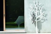 UvaLab per Lovli.it / UvaLab è un collettivo di designer e produttori nato nel 2011. Tra le mura di un edificio riconvertito del porto industriale di Venezia, realizza accessori e complementi accomunati dalla semplicità del progetto, da un ciclo produttivo breve e dall'utilizzo di un unico materiale, la lamiera d'acciaio. Uva è pura creatività, organizza mostre e realizza pubblicazioni per contribuire a rendere vivo il dibattito sul design a livello internazionale.