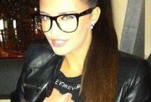 Vedetele care adora stilul geek chic in 2013 / Foarte multe dintre vedetele autohtone au avut o afinitate speciala pentru stilul geek chic al ochelarilor in acest an. O parte dintre stilurile de ochelari purtate de acestea se afla chiar aici, in acest minialbum pinterest!