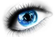 Eyes / De eerste kus wordt niet met de mond, maar met de ogen gegeven. Het gelaat weerspiegelt de ziel, de ogen verraden haar.
