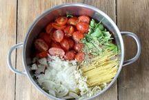 Ein-Topf für alle! / Perfekte Lösung für Kochfaule und Gestresste: One-Pot-Pasta! Alle Zutaten gleichzeitig in einen Topf geben, 15 Minuten kochen und fertig.