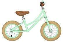 Loopfietsen / Leren fietsen gaat het makkelijkst met een loopfietsje. Het is verbazend hoe snel kinderen met zo'n loopfiets weg zijn! Vanaf 2 jaar.