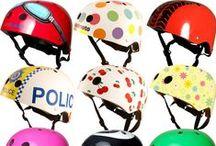 Helmen / Wij vinden dat iedereen vooral zelf moet uitmaken of men een helm wil dragen of niet. We maken het kiezen alvast gemakkelijk met een aanbod aan toffe helmen in de winkel! Zowel voor kinderen als voor volwassenen!