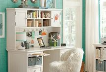 Home & Decorating / by Lindsey Brewer