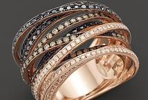Amazing Jewelry / by Zaira Varela