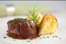 Buffet de casamento / A parte mais gostosa da festa aparece aqui com inspirações dos mais variados pratos para o grande dia
