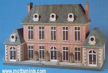 Doll Houses & Miniatures