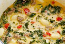 Soupes / by La Yogi Gourmande