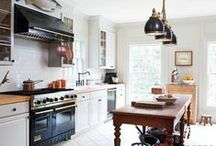 Little Bright Kitchens / Pins to inspire an airy and bright small separate kitchen. Space-saving ideas.