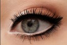 Maquillage & Nails / by Larissa Monteiro Reeden