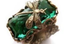 COLOR - Emerald & Bottle Green / by Adriana Contreras