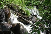 Auttinojan putous / Auttinojan moniportainen putous Korouoman rotkolaaksossa Posiolla. Auttinoja Falls flow in Korouoma Canyon in Posio.