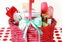 Gift Ideas / by Harmony Thompson