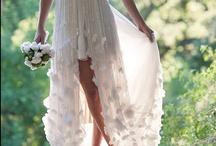 Dreamy Gowns / by Tze Qi