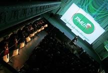 PMU, un reveal autour de l'émotion / Reveal de la nouvelle identité visuelle de PMU. Dans la salle Gaveau: le public, entouré d'un orchestre symphonique. Sur scène: le chef d'orchestre, accompagné du duo electro Telepopmusic. Sur les écrans un film, réalisé par l'agence, sur la nouvelle identité de la marque. Un événement sur mesure, autour de l'émotion.