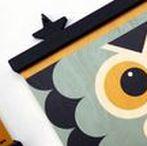 Accessoires Déco pour Chambre Enfant / Décorations pour Chambre Enfant et Chambre Bébé : tapis, coussins, affiches, objets déco, figurines, linge de lit, mobiles, paniers de rangement, sur-mesure et personnalisés.