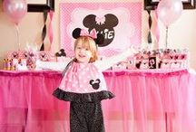 Mickey and Minnie Party Ideas // Michelle's Party Plan-It / Birthday party ideas for Mickey and Minnie fans