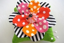 Pin Cushion Love / Collecting pin cushions and ideas for making them.