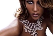 Afro Look  / Dicas e produtos para irradiar beleza / by Sépha Perfumaria