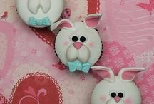 Cupcakes, cupcakes, cupcakes / by Brenda Lee