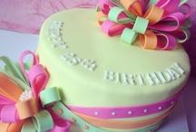 Cakes/Cupcakes / by Tonya Munoz