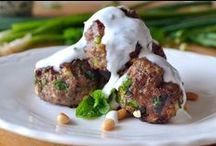 Meatball Dishes / Serve meatballs as your main course! These recipes are sure to delight your dinner guests!