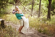 Woodsy Wedding Photos / Mother Earth loves the outdoor couples who choose to incorporate nature into their nuptials. If you're getting married in the woods or forest, you'll love some of our favorite woodsy wedding photos
