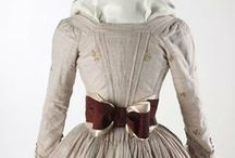 18th century: En fourreau / 18th century gowns with en fourreau backs.