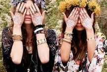 I'm Hippie and I Know it / Born in the 60s from a need to return to nature, the hippie movement is headlining fashion news. The eco-chic trend is all the rage.