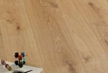 Parquet / Oak planks / The classic wooden floor. Il classico pavimento in legno.