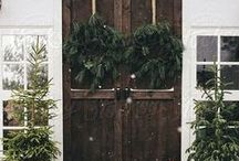 Door Decorating: Christmas / Dress up your entryway for the holiday season!