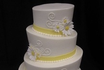 Wedding Cakes / Wedding cakes that look delicous and almost too pretty to cut!
