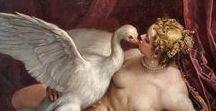 """Léda (Mythologie) / Léda est la fille du roi de d'Etolie, Thestios, et l'épouse du roi de Sparte, Tyndare.   Zeus la """"séduit"""" sous la forme d'un cygne. De cette union naissent deux enfants (dans un œuf !) : Hélène et Pollux.  De Tyndare, elle a trois autres enfants : Clytemnestre et Castor (nés dans un même œuf également) et Phébé."""