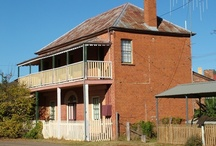 Old Mining Towns outback / The first homes built in the 19th century were generally very simple structures, particularly in the outback where materials were scarce and the main focus of attention was on finding gold, opal or other gems.