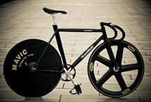 Fixie / Fixed Gear Bikes / by Caio Filho