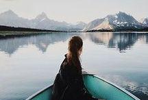 Voyages sur l'eau / Si je ne devais choisir qu'un mode de voyage, je choisirai sans doute celui-ci. Voyager en bateau me donne toujours un incroyable sentiment de liberté. On repart quand? Images de voyages en bateau uniques à travers le monde.