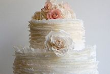 Future Wedding-Cakes / by Annie Horn