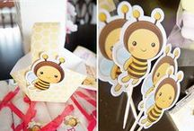 BIRTHDAY KIT: RITA'S BEE! / This kit went directly to Algarve! Rita celebrated her third birthday and the theme chosen for this custom kit was the bee. Lima Limão dedicated with care to the preparation of all the charming custom elements.