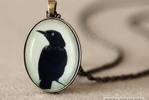 style (jewellery) / shiny.