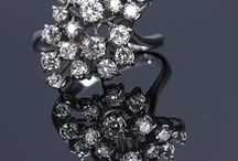 Jewellery / Brooches, diamonds, gems, jewellery sets, bracelets, necklaces, pendants, rings and earrings