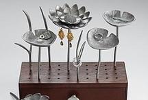 Jewelry display / jewelry storage and display