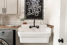 Home Decor- Laundry room / Modern farmhouse laundry room inspiration and ideas! Rustic touches for your laundry room.