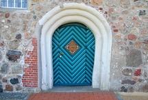Doors, Portes, Puertas, Türen / by Cheryl D. D.
