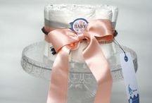 """Diaper Cake / """"Diaper cake"""" : gâteaux de couches pour bébé. Un cadeau utile et tendance sur www.babypopsparty.com"""