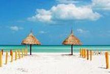 Cancún / Un destino para enamorarte por sus hermosas playas, ese azul que combina perfectamente con la naturaleza y que te hace sentir como si no existiese nada más que solo su paisaje... Ven y disfruta de Cancún y sus alrededores