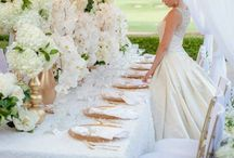 Boda en Blanco | White Wedding | Casamento Branco / Decoracion de bodas en blanco. Llena de elegancia y sofisticacion. La pureza del blanco parte del vestido de la novia al ramo, las flores, la decoracion de mesas, hasta los dulces! / by CasarCasar - Portal de Novias