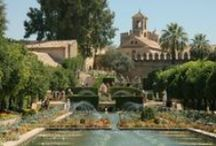 Cordoba / Cordoba is a faithful reflection of the powerful civilizations that have settled there. Romans, Moors, Jews and Christians have all left a deep mark on its heritage, culture, traditions and customs.