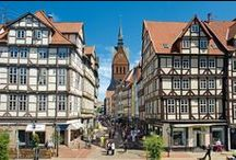 Hannover / Hannover – the trade fair and event city in the center of Europe   From ground-breaking architecture and infrastructure, to highly attractive local recreation areas in the surrounding region – the state capital of Niedersachsen boasts many interesting contrasts.