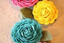 Fuxico e flores/yo yo / flowers / by Soraya Rejane Correia